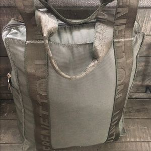 Benetton duffle. Army Green color zip
